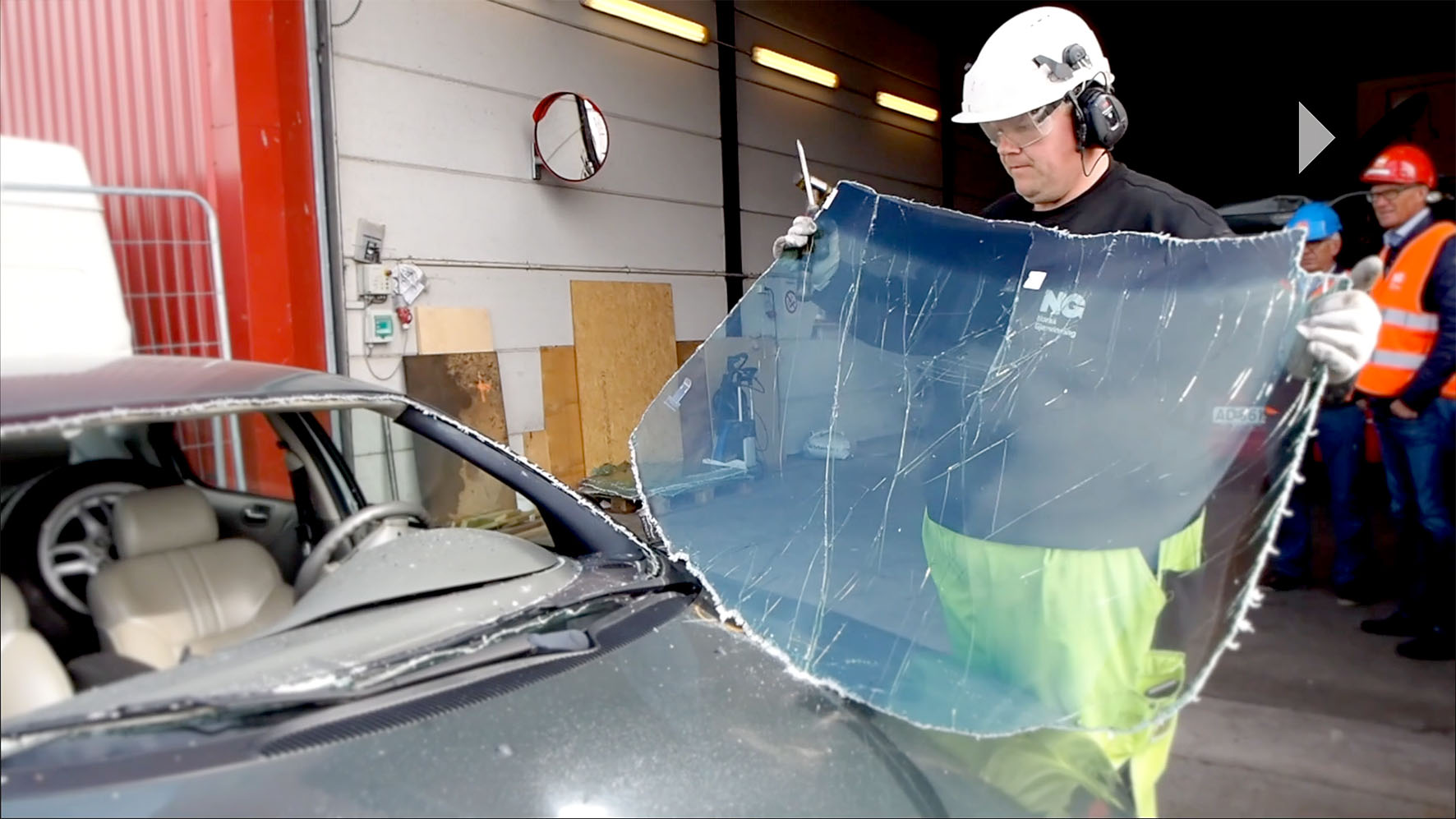 Resirkulerte bilglass blir til isolasjon… Men foreløpig bare som et prøveprosjekt